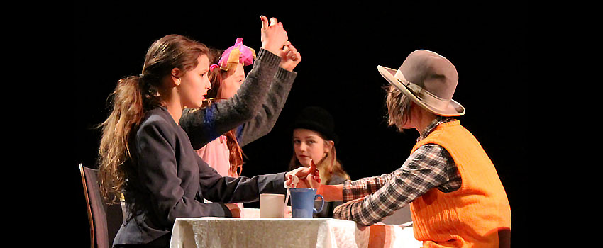 Kurze lustige Sketche für Kinder - Theaterszene: Cafehaus-Sketche